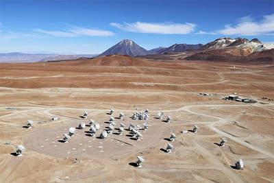 Szereg anten ALMA napłaskowyżu Chajnantor.